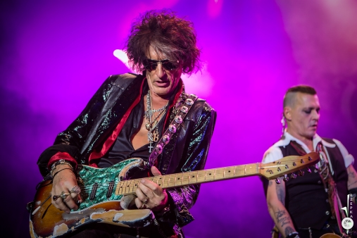 hollywood vampires - johnny depp, alice cooper, joe perry (8)